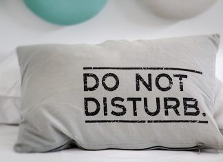 """Do Not Disturb"" Pillow - Here's A Review on Casper Pillow"