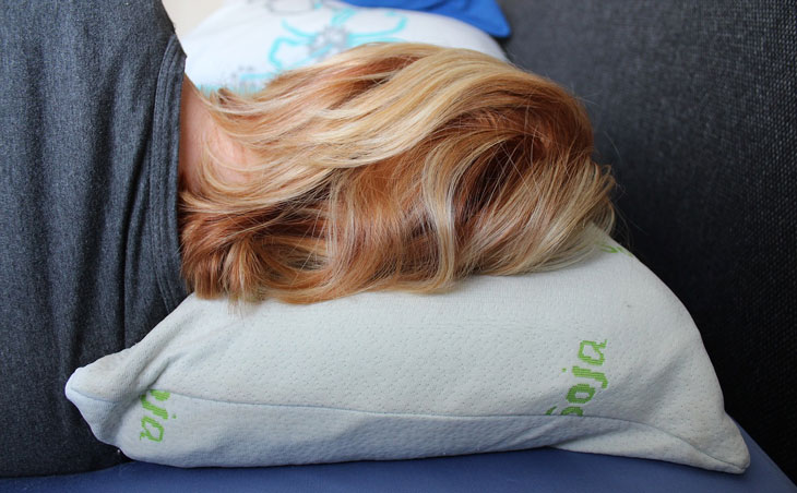 a women using a pillow mattress