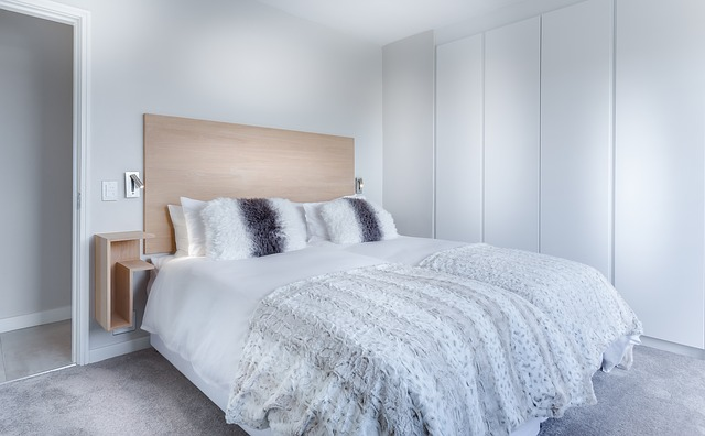 modern-minimalist-bedroom-3486163_640